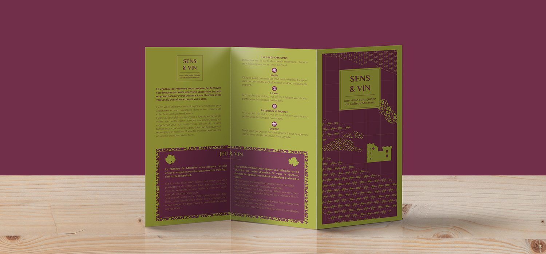 Standing-Trifold-Brochure-Mockup copiee